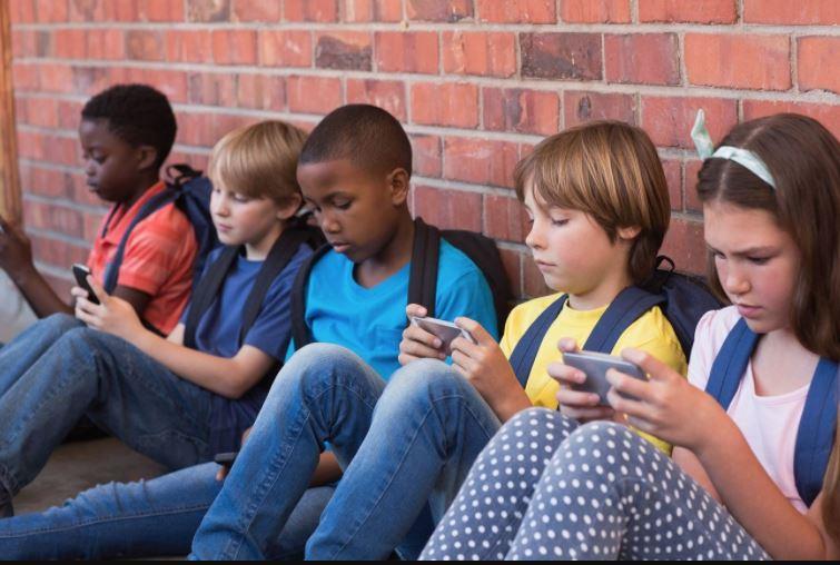 hướng dẫn trẻ tiếp cận với công nghệ