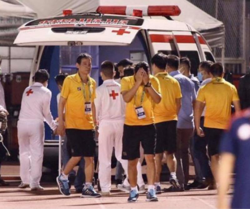 Cầu thủ Việt cầu mong bình an đến với Hùng Dũng sau chấn thương nặng